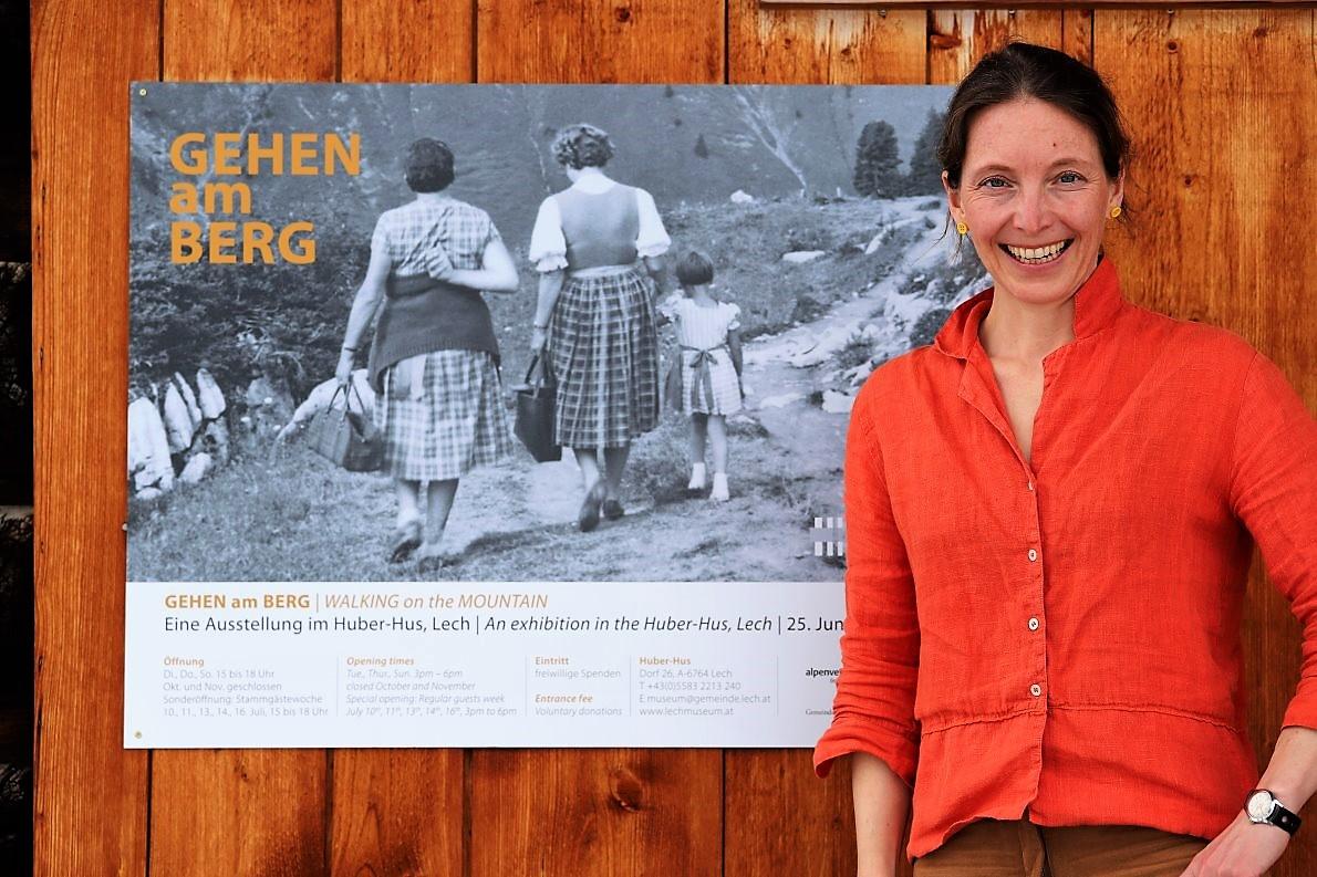 "Dr. Ingeborg Schmid, Kuratorin der Ausstellung ""Gehen am Berg"" im Lechmuseum. (Foto: Knut Kuckel)"