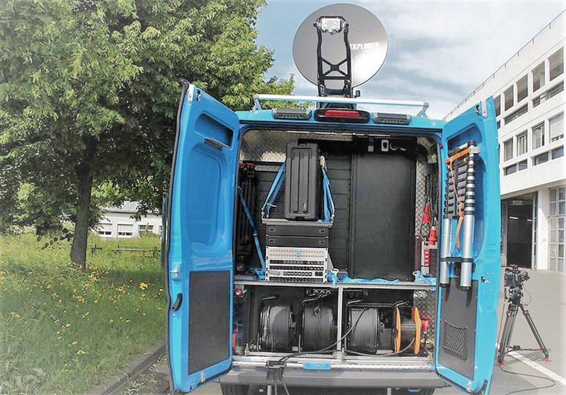 Reporterausbildung mit dem Ü-Wagen. (Foto: hr)